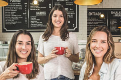 new_Alexia Cook, Ariana Ferraro, Thais Maggiolo